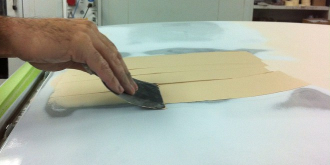 Recomendaciones sobre c mo aplicar masilla en un coche - Masilla para reparar madera ...